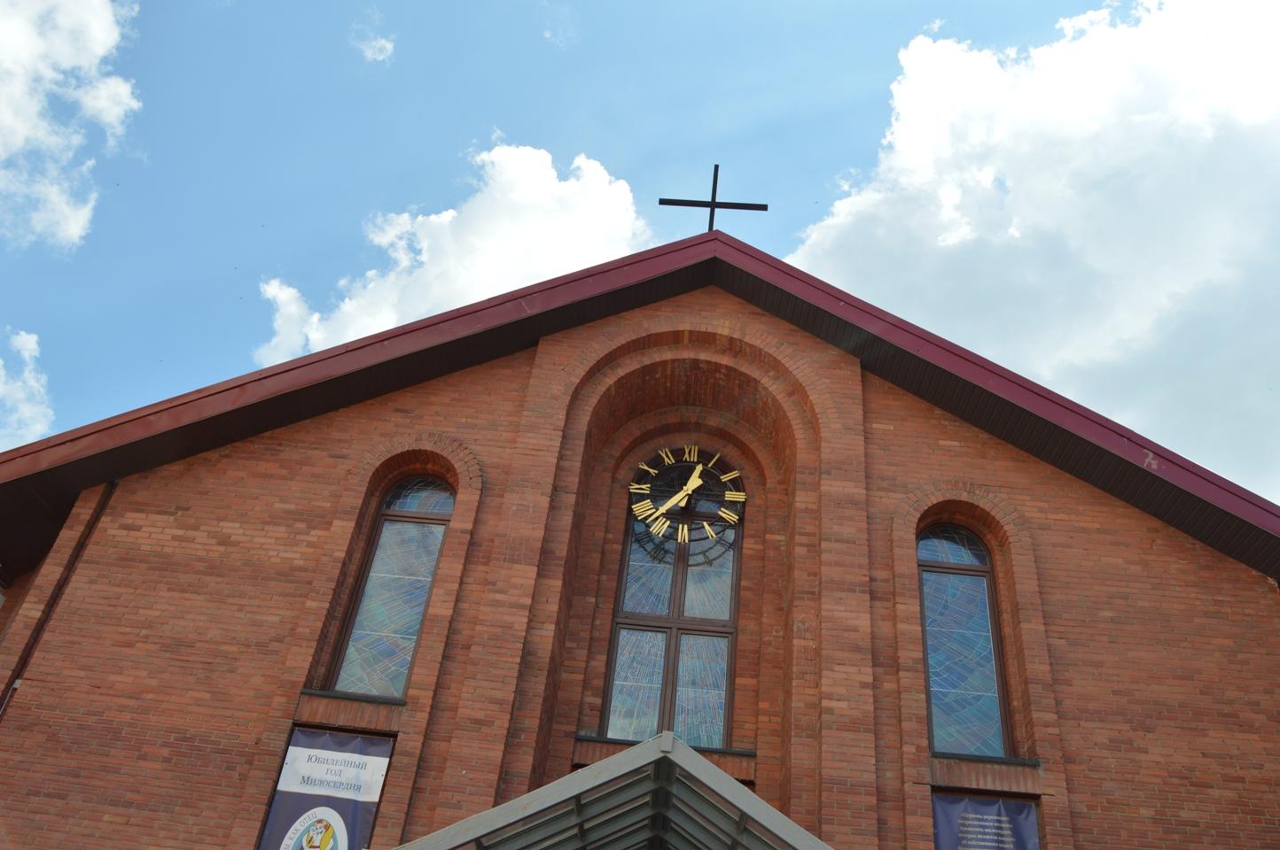 10 августа — годовщина освящения Кафедрального собора Преображения Господня в Новосибирске