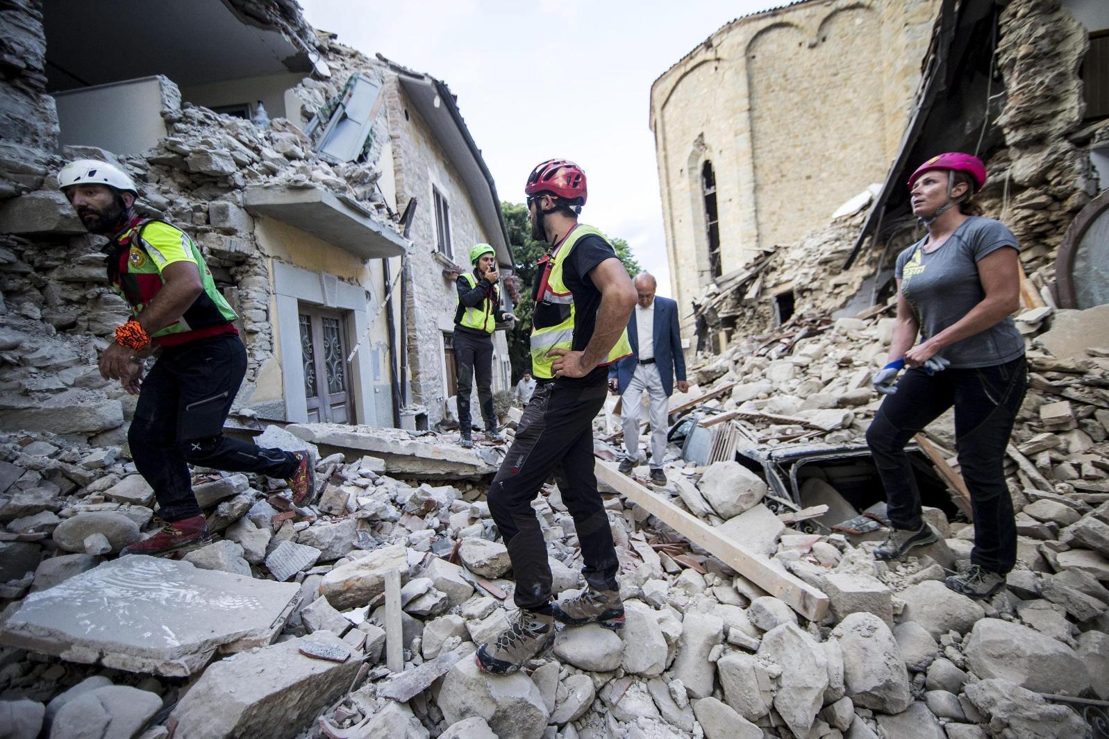 в жертвы фото землетрясения италии