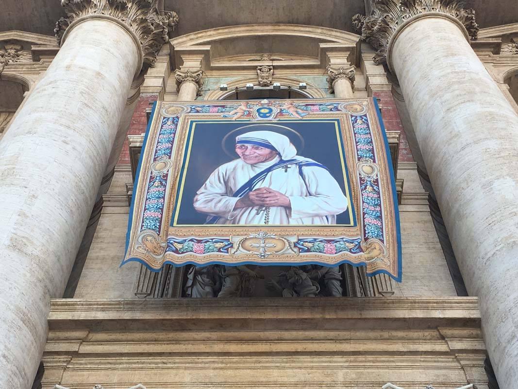 Мать Тереза из Калькутты провозглашена святой Католической Церкви