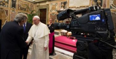 Папа Франциск: журналисты призваны уважать достоинство людей и народов
