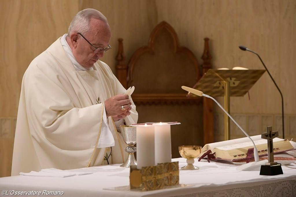 Папа: в «сиротском» мире у нас есть Матерь-заступница