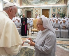 Папа: светская культура не должна лишить монахинь больничного служения