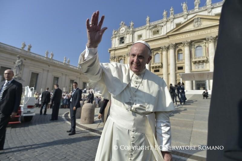 Общая аудиенция 14 сентября. Папа: пастыри призваны оставаться среди народа, а не превращаться в князей