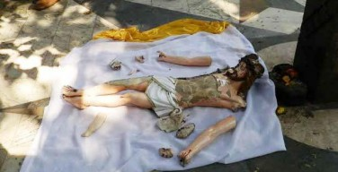 Статуя Христа разрушена в Мумбае (Индия)