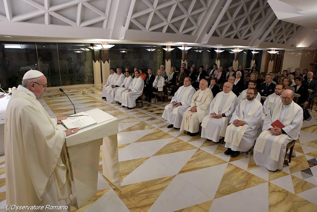 Папа: христиане должны избегать «напудренной религиозности»