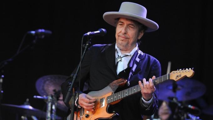 Достучался до небесных врат: Нобелевскую премию по литературе получил Боб Дилан
