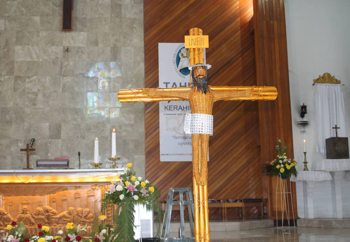 Индонезия: крест, сделанный мастером-мусульманином, стал символом молодежного католического форума