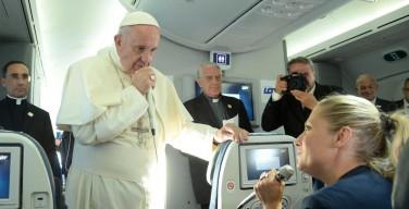 Папа Франциск просит молиться о журналистах (ВИДЕОПОСЛАНИЕ)
