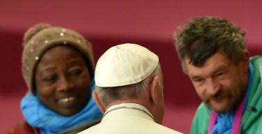 Папа попросил прощения у бездомных, от которых христиане отвернулись