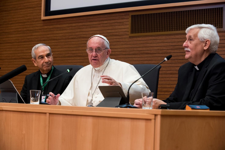 Папа: клерикализм – одно из самых больших зол в Церкви