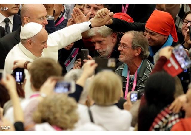 Папа Франциск в общении с участниками Юбилея нищих и отверженных