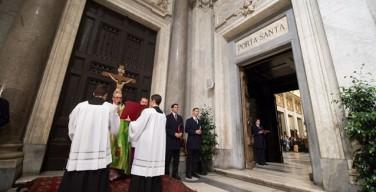 Юбилей: в кафедральных соборах мира состоялось закрытие Святых врат