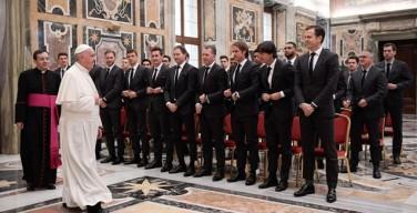 Папа — футболистам Германии: преодолевать преграды, от которых страдают бедные