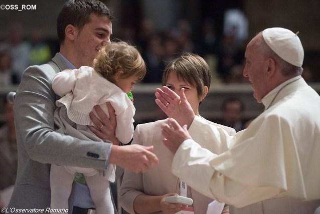 Папа встретился с семью бывшими священниками, вступившими в брак