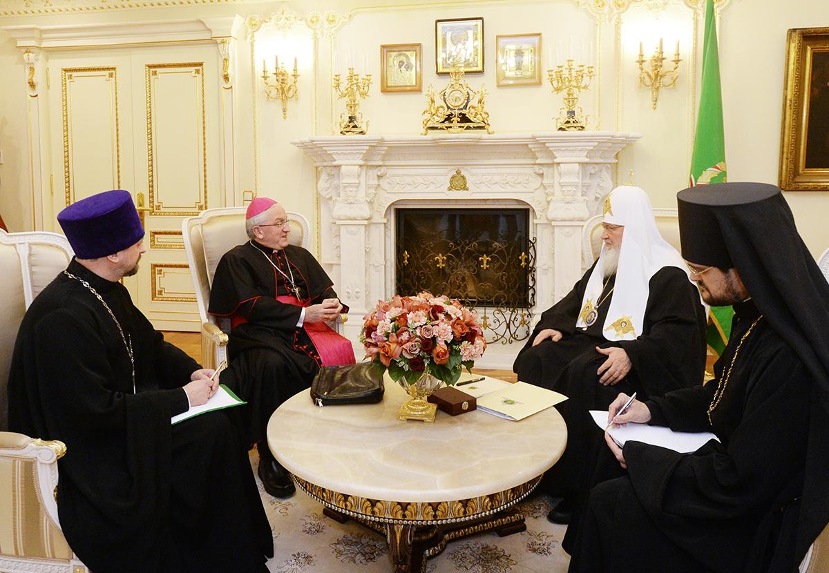 Патриарх Кирилл встретился с новым Апостольским нунцием в России