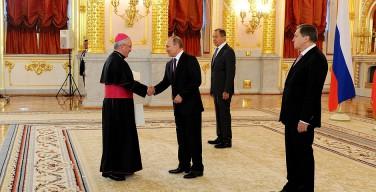 Апостольский нунций вручил верительную грамоту Президенту РФ