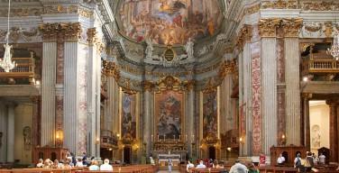 В церкви св. Игнатия Лойолы в Риме полицейские задержали мужчину с молотком в руках