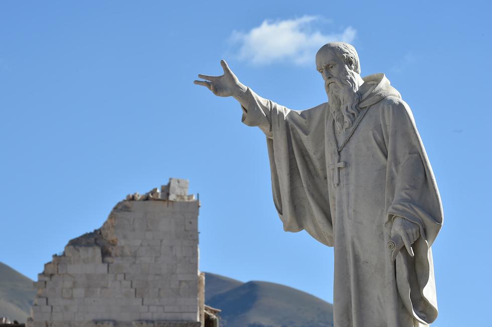 Ватикан осудил слова доминиканца, назвавшего землетрясения в Италии Божьим наказанием