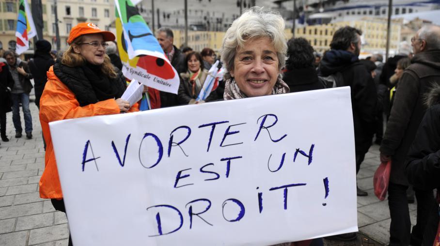 Во Франции одобрен закон о запрете защиты жизни в Интернете