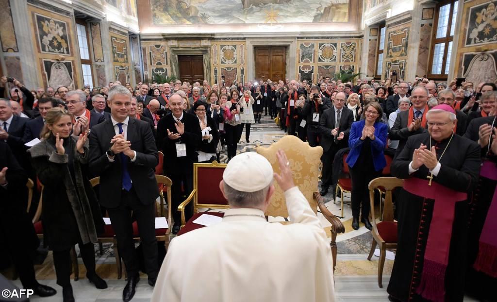 Папа – французским политикам: свобода, равенство и братство не могут оставаться иллюзорным знаменем