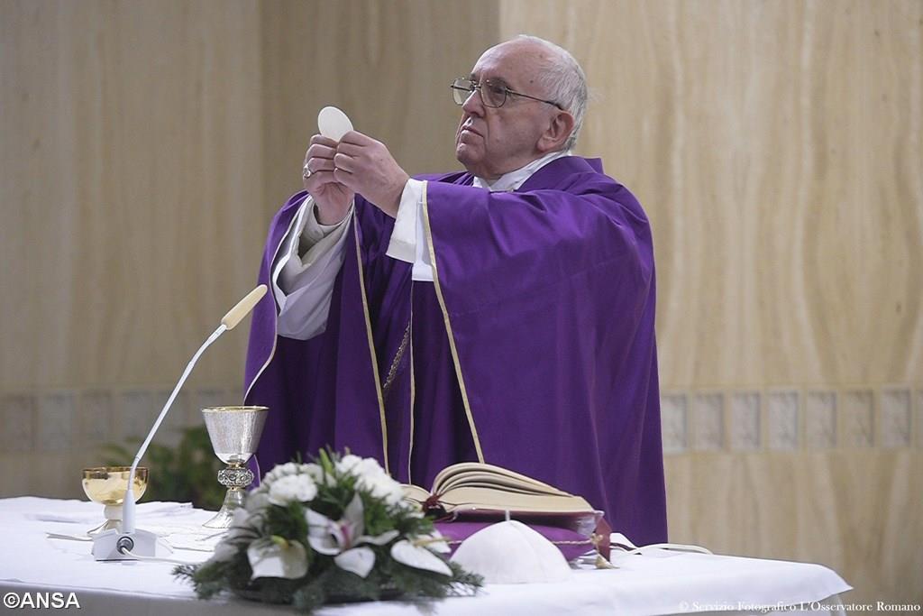 Папа: христиане призваны открывать другим людям путь к Иисусу