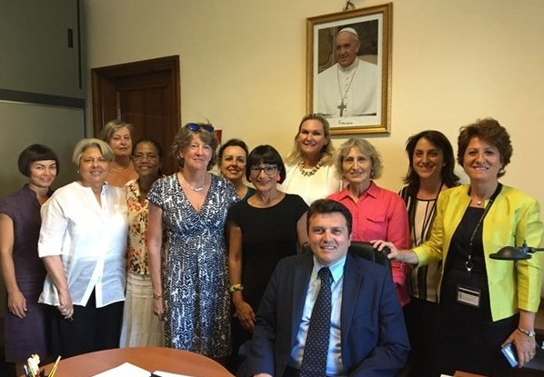 Первое объединение, членам которого могут быть только женщины, создано в Ватикане