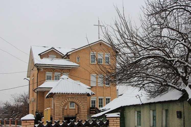 Посол Ватикана прибыл в ЛНР и выступил с проповедью для прихожан