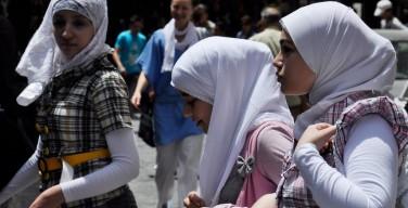Почти половина россиян предлагает снять запрет на хиджабы в школах — опрос
