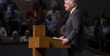 «Главный пастор Трампа» поддержал ограничения на въезд в США беженцев с Ближнего Востока