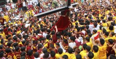 Невероятная процессия в Филиппинах — несколько миллионов христиан