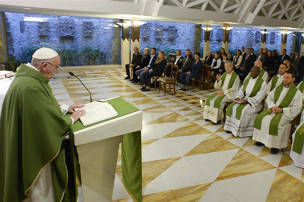 Авторитет Иисуса исходит от служения, последовательности и близости к людям. Месса Папы Франциска 10 января