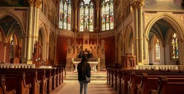 Опрос: каждый четвертый испанец — атеист, более 40% детей рождаются вне брака
