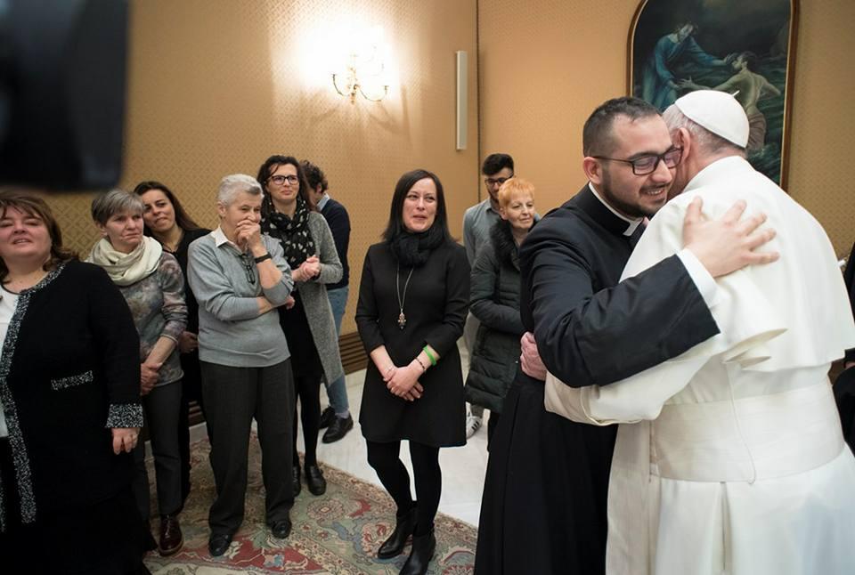 Папа Франциск встретился с родственниками жертв теракта в Дакке