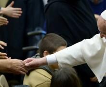 Папа: общество справедливо лишь тогда, когда признаёт права самых слабых