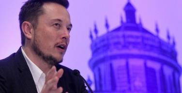 Основатель Tesla и SpaceX призвал правительства тщательно контролировать ИИ и задуматься о значении и смысле человеческой жизни в мире роботов