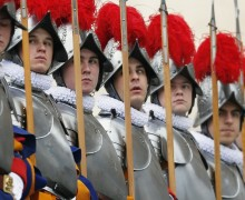 Впервые в истории папские гвардейцы совершили паломничество в Святую Землю
