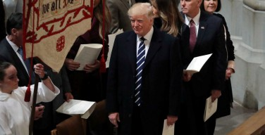 Трамп разрешит религиозным организациям поддерживать политических кандидатов
