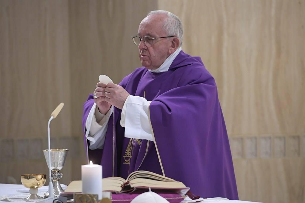 Папа: вера побуждает принимать жизнь такой, какая она есть