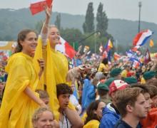 Воспевать великие дела Божии в нашей жизни: два послания Папы Франциска к молодежи