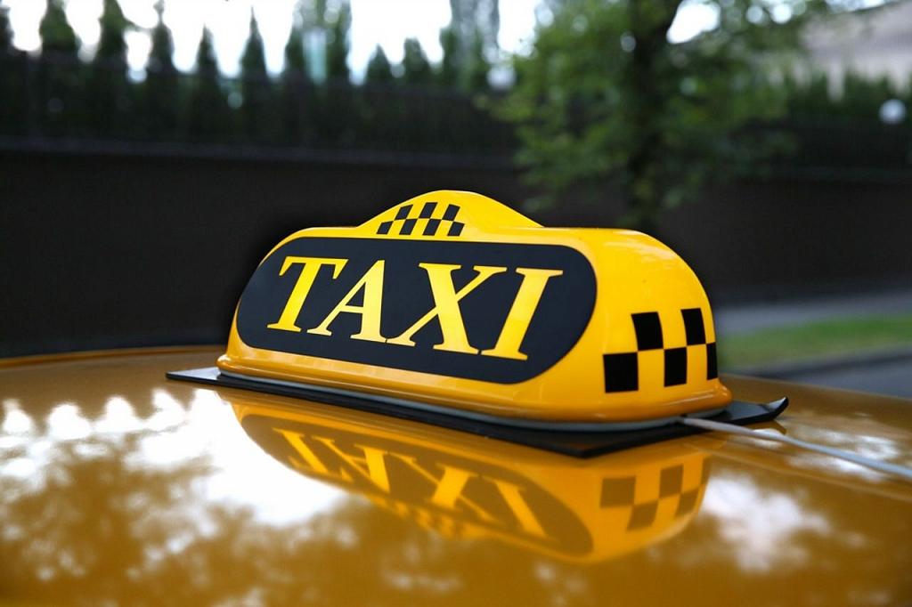 Петербургский таксист принял роды в машине