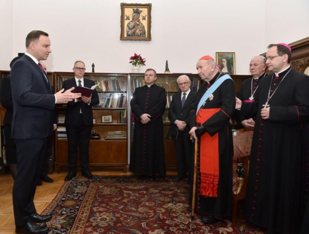 prezydent-wreczyl-order-orla-bialego-ks-kard-marianowi-jaworskiemu-6-1024x768