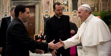 Папа — священникам: избегайте карьеризма, разрушающего Церковь