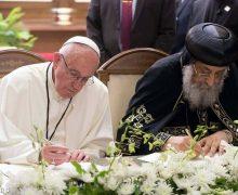 Папа и коптский Патриарх подписали совместную декларацию и помолились мученикам
