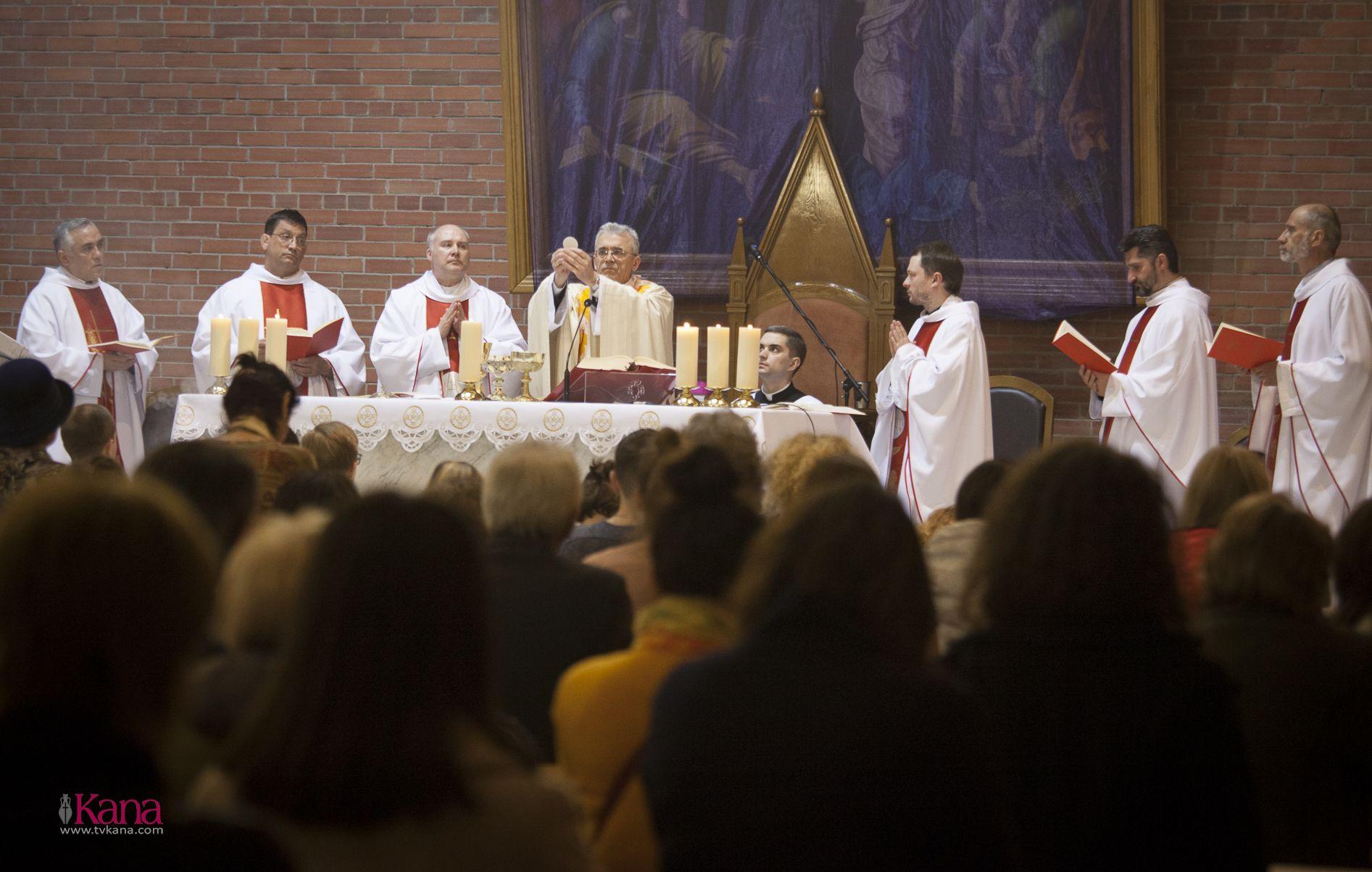 Месса Воспоминания Тайной Вечери в Кафедральном соборе Новосибирска