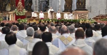 Папа на Мессе освящения елея: благовествовать радость Евангелия