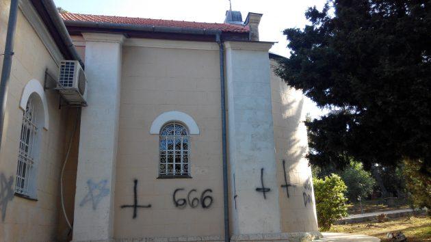 В Хайфе сатанисты осквернили православный храм