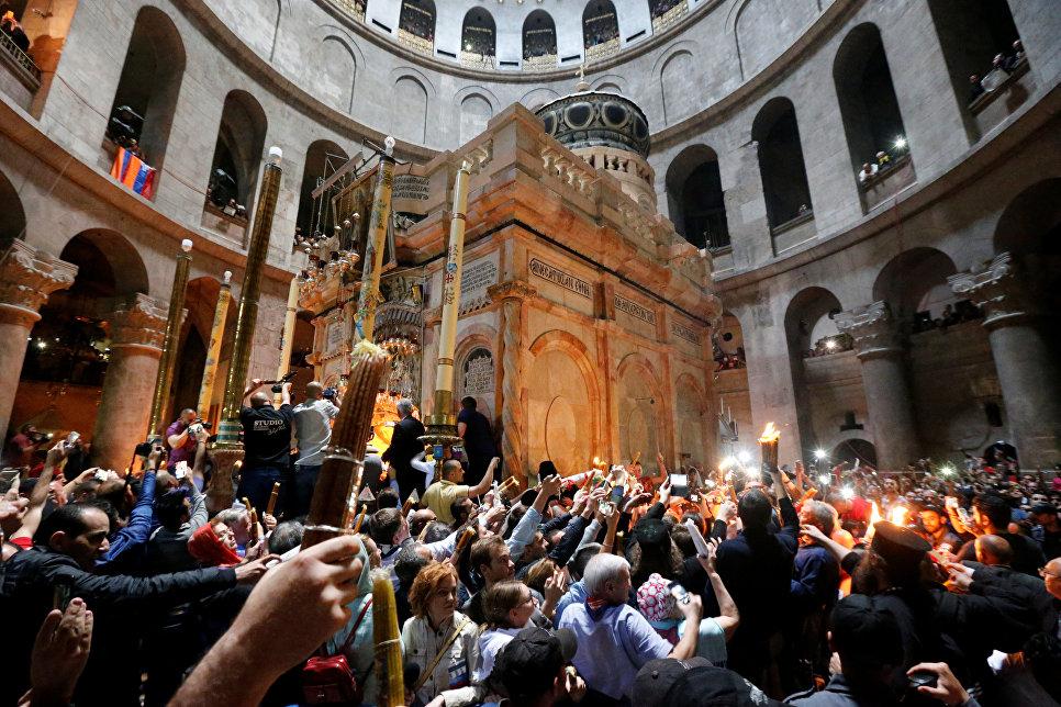 Богослужение Святого Света в иерусалимском храме Воскресения Христова прошло в обновленной Кувуклии