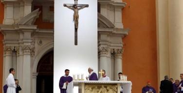 Пастырский визит Папы Франциска в епархию Карпи: все мы призваны отвалить камень от своих малых гробов