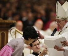 Папа уделит Таинство крещения одиннадцати катехуменам