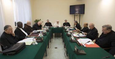 Совет кардиналов обсудил отношения между Римской Курией и поместными епископами